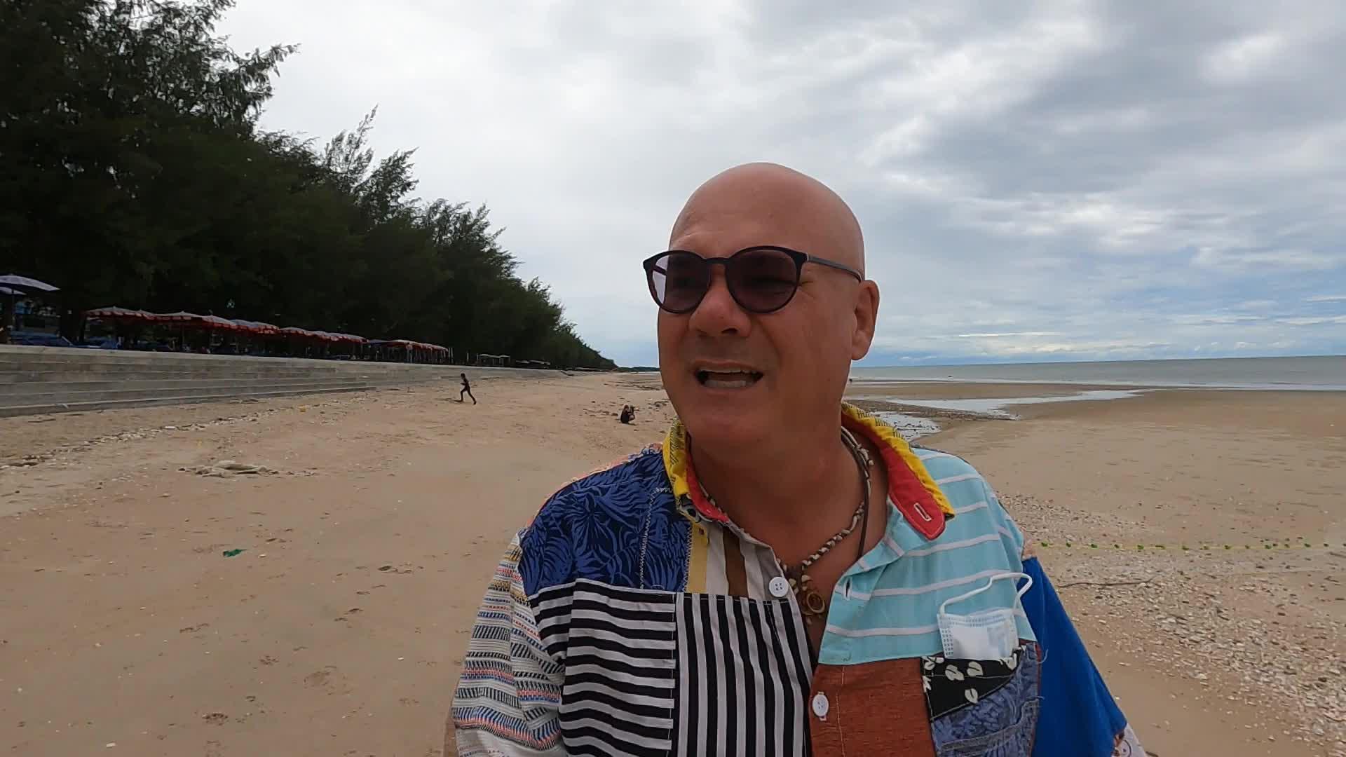 GRATITUDE ATTACK | WALK 'n' TALK | CHA-AM BEACH, THAILAND