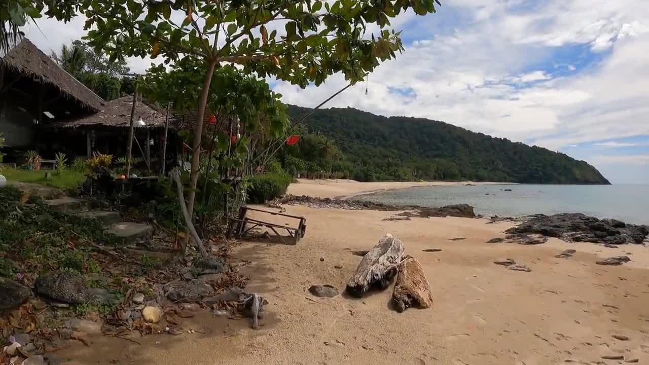 BAMBOO BEACH, KOH LANTA | BAAN PHU LEA BUNGLAOWS RESORT| {Part 8} ROAD TRIP TO PHUKET